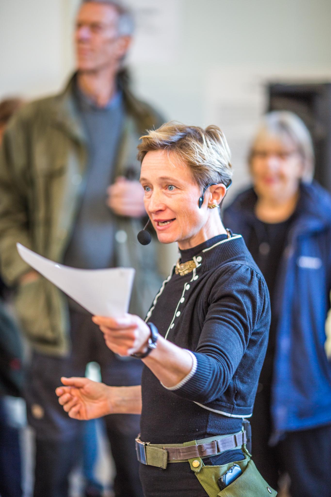 Simone Aaberg Kærn taler til åbningen af udstillingen Batalje på Kunsthal Charlottenborg 2016. foto Maria Mathilde Rønshof